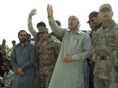 cm-balochistan-himself-supervising-distribution-of-items-in-awaran