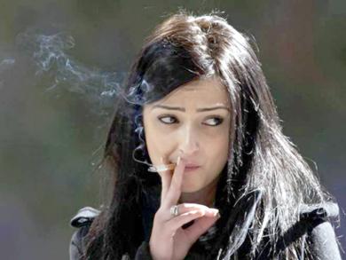 14815-smokerwoman-1353300842-563-640x480
