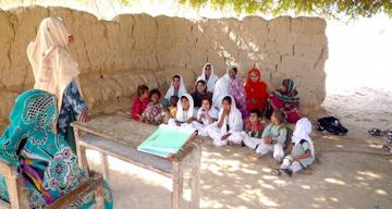 open-shelter-class-in-naseerabad-balochistan-620x330