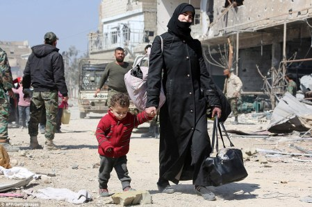 4A48144500000578-5513087-A_Syrian_woman_and_children_evacuate_from_the_town_of_Jisreen_in-a-1_1521306767254